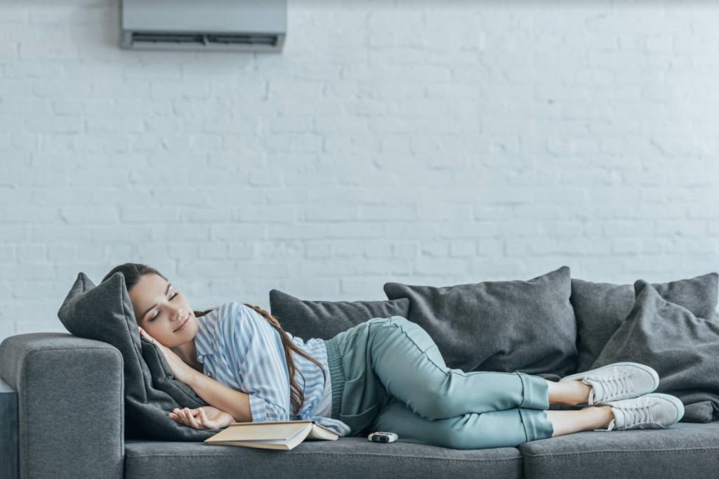 ¿Se puede dormir con aire acondicionado?
